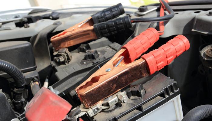 Как правильно «прикурить» от другого автомобиля